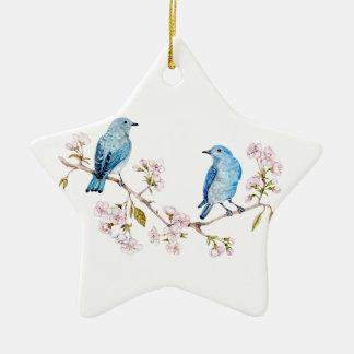 Ornamento De Cerâmica Bluebirds da montanha no ramo de Sakura