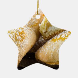 Ornamento De Cerâmica Bolos quentes com enchimento do queijo