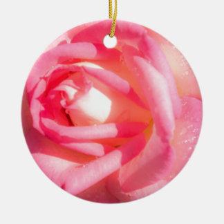 Ornamento De Cerâmica Brandamente rosa