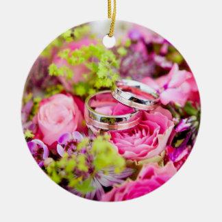 Ornamento De Cerâmica Buquê do casamento com bandas da aliança de