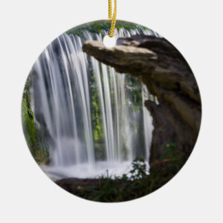 Ornamento De Cerâmica Cachoeira focalizada