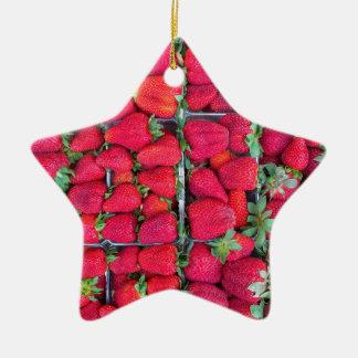 Ornamento De Cerâmica Caixas enchidas com as morangos vermelhas