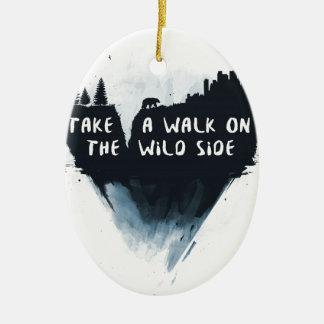 Ornamento De Cerâmica Caminhada no lado selvagem