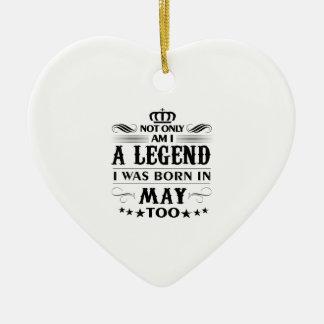 Ornamento De Cerâmica Camiseta das legendas do mês de maio