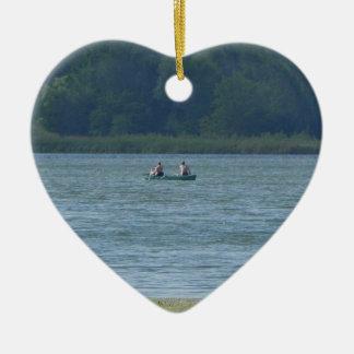 Ornamento De Cerâmica Canoa na água