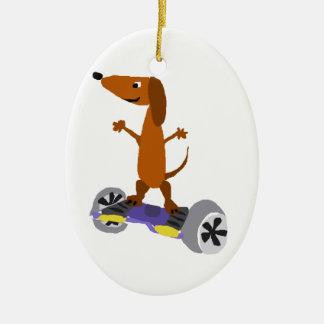 Ornamento De Cerâmica Cão engraçado do Dachshund em Hoverboard