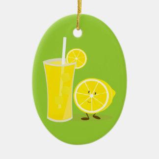 Ornamento De Cerâmica Caráter do limão que está ao lado da limonada