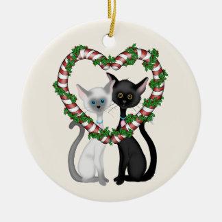 Ornamento De Cerâmica Casal do gato e grinalda bonitos personalizados do