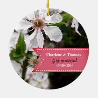 Ornamento De Cerâmica Casamento branco bonito da flor