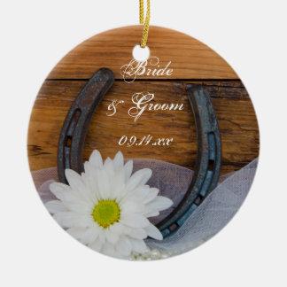 Ornamento De Cerâmica Casamento do país da margarida branca e da