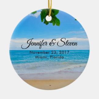 Ornamento De Cerâmica Casamento tropical da ilha das férias da praia