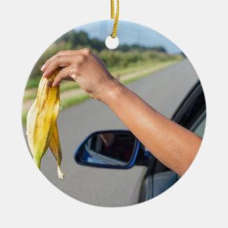 Ornamento De Cerâmica Casca deixando cair do braço da janela de carro da