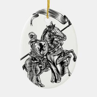 Ornamento De Cerâmica Cavaleiro medieval no estilo do Woodcut do vintage