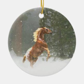 Ornamento De Cerâmica Cavalo de elevação bonito do Appaloosa na neve
