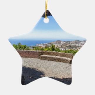 Ornamento De Cerâmica Cave a probabilidade no mar e na vila em Madeira