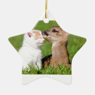 Ornamento De Cerâmica Cervos do bebê e afago do gatinho