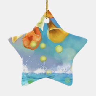 Ornamento De Cerâmica Chovendo bolas de tênis sobre o mar