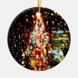 Ornamento De Cerâmica Chover a cidade ilumina o feriado
