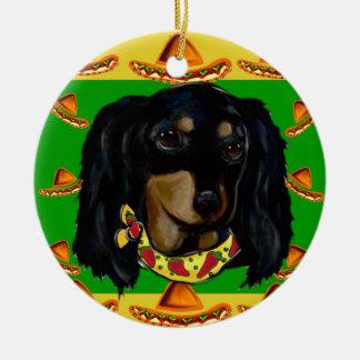 Ornamento De Cerâmica Cinco de Mayo Doxie preto de cabelos compridos