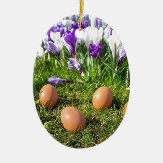 Ornamento De Cerâmica Cinco ovos fracos que encontram-se perto dos