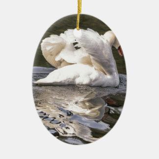 Ornamento De Cerâmica Cisne tímida