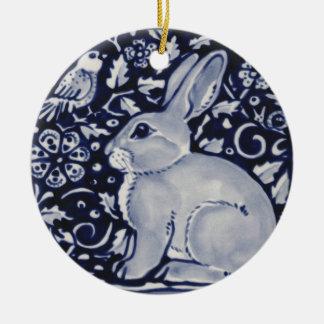 Ornamento De Cerâmica Coelho azul e branco com design do azulejo do