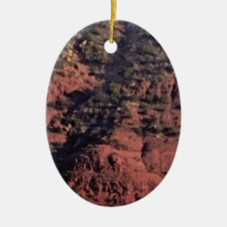 Ornamento De Cerâmica colisões e protuberâncias na rocha vermelha