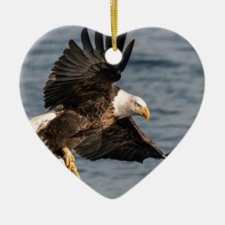 Ornamento De Cerâmica Comida de travamento da águia americana