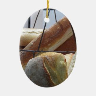 Ornamento De Cerâmica Composição com tipos diferentes de pão cozido