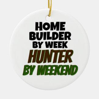 Ornamento De Cerâmica Construtor de casas pelo caçador da semana em o