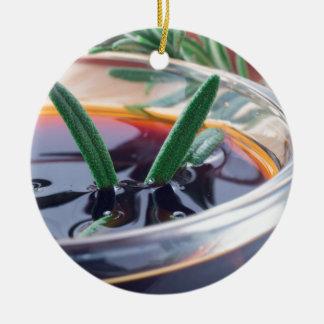Ornamento De Cerâmica Copo de vidro com molho e rosemary de soja