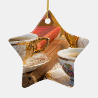 Ornamento De Cerâmica Copos de café retros da porcelana com café quente