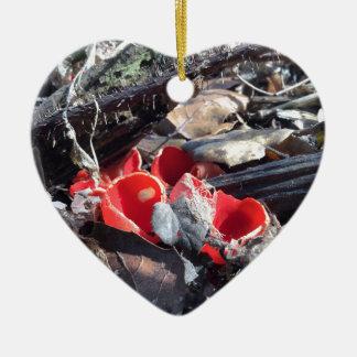 Ornamento De Cerâmica Copos e folhas vermelhos