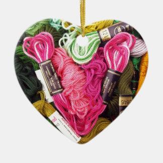 Ornamento De Cerâmica Coração cor-de-rosa brilhante colorido bonito do