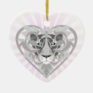 Ornamento De Cerâmica Coração-shapedornament do Locket da leoa do amor