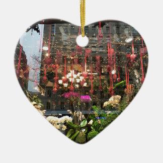 Ornamento De Cerâmica Corações florais da janela da loja do dia dos