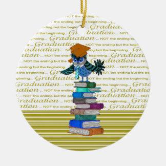 Ornamento De Cerâmica Coruja que veste o laço, boné sobre livros,