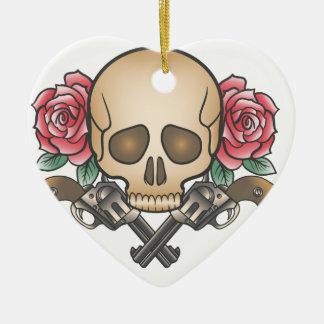 Ornamento De Cerâmica crânio com armas e flores do vintage