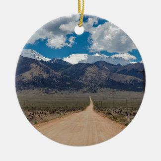 Ornamento De Cerâmica Cruzamento da estrada da parte traseira do vale do