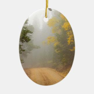 Ornamento De Cerâmica Cruzamento na névoa do outono