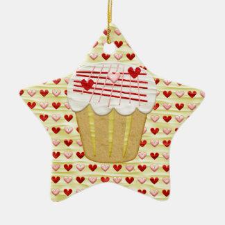 Ornamento De Cerâmica Cupcake com velas do coração, vermelho dos