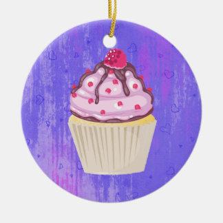 Ornamento De Cerâmica Cupcake doce com a framboesa na parte superior