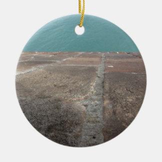 Ornamento De Cerâmica Deslizamento no mar azul