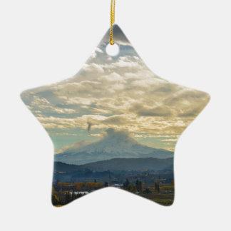 Ornamento De Cerâmica Dia nebuloso sobre a capa do Mt em Hood River OU