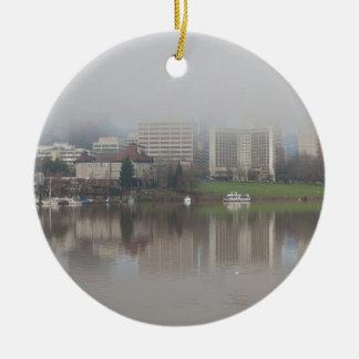 Ornamento De Cerâmica Dia nevoento ao longo do panorama de Portland OU