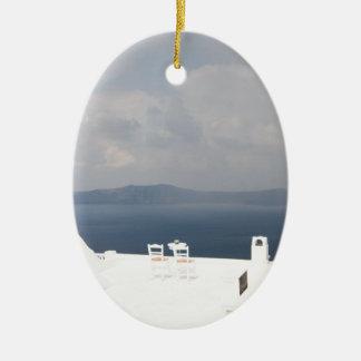 Ornamento De Cerâmica Duas cadeiras na ilha de Santorini