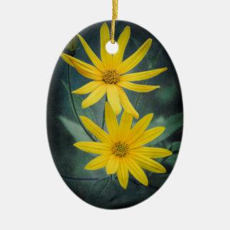 Ornamento De Cerâmica Duas flores amarelas do tupinambo