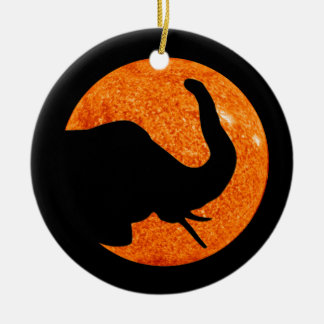 Ornamento De Cerâmica Eclipse solar do perfil do elefante