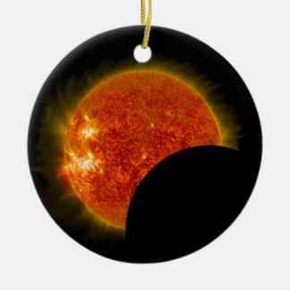 Ornamento De Cerâmica Eclipse solar em andamento