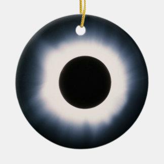 Ornamento De Cerâmica Eclipse solar total em preto e branco